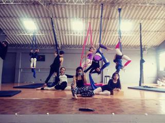 Fotografía clase danza aérea colectivo navío 16 de marzo 2019